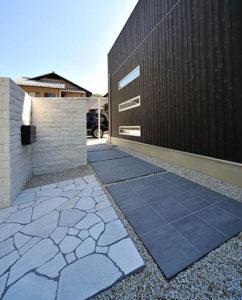 現代的なリフォームの庭