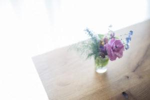 コップに飾る花