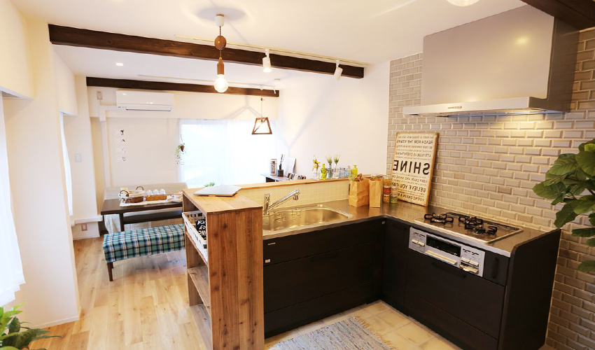 キッチンの木目調空間