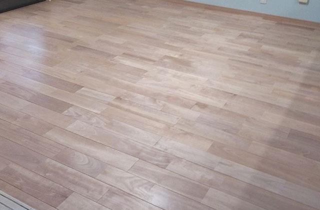 ワックスがけ後の床