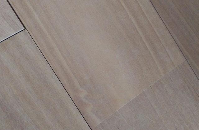 拭きとった後の床